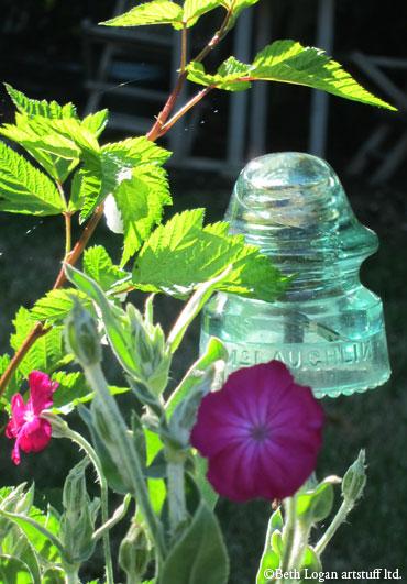 Insulator-in-garden