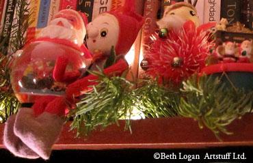 Santas-n-elves-1