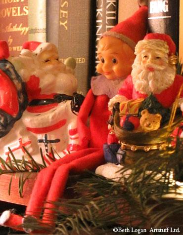 Santas-n-elves-2