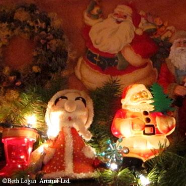 Santas-n-elves-4